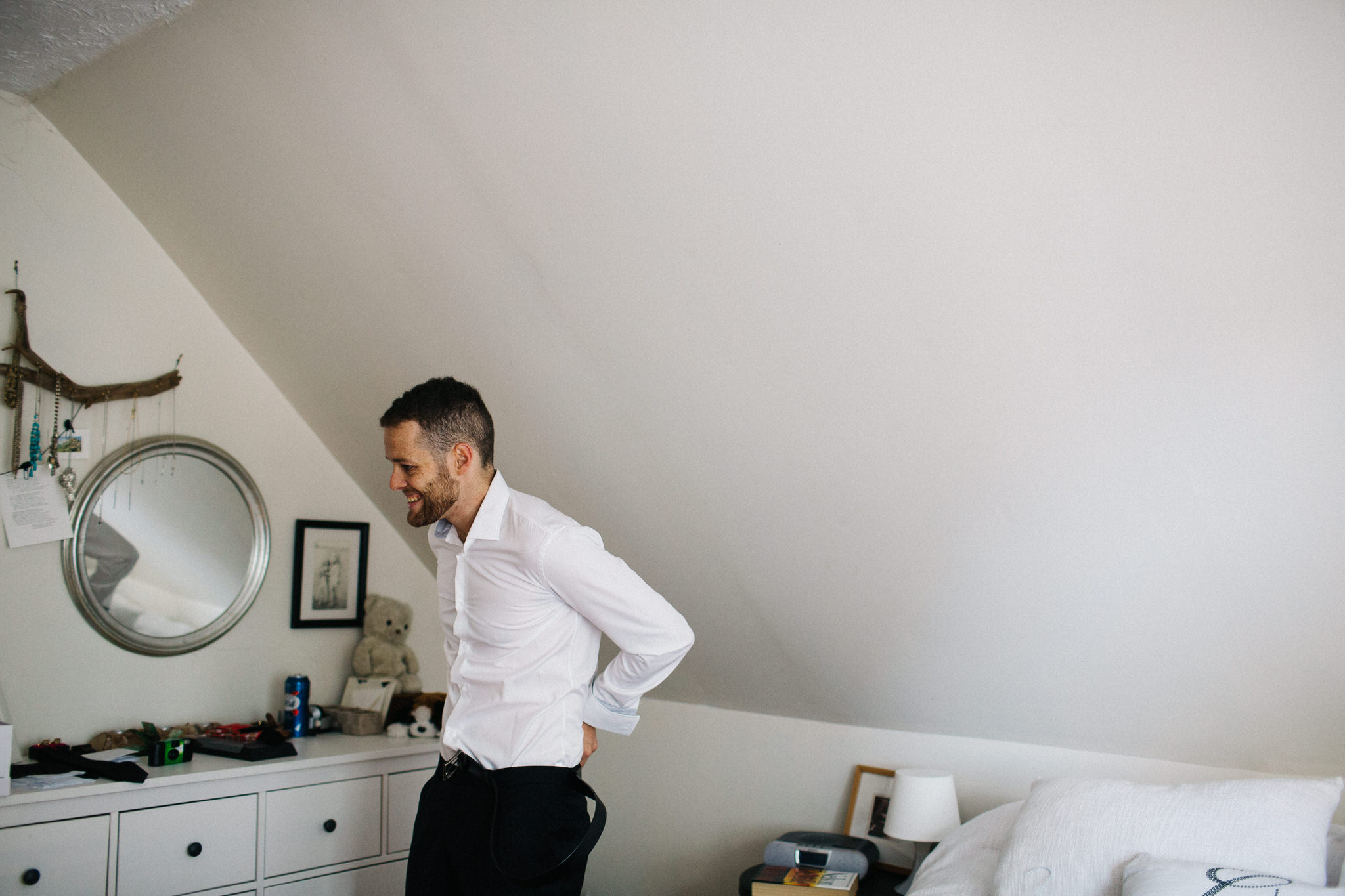 groom getting dressed, wedding day photos, documentary wedding photographer toronto, berkeley church toronto