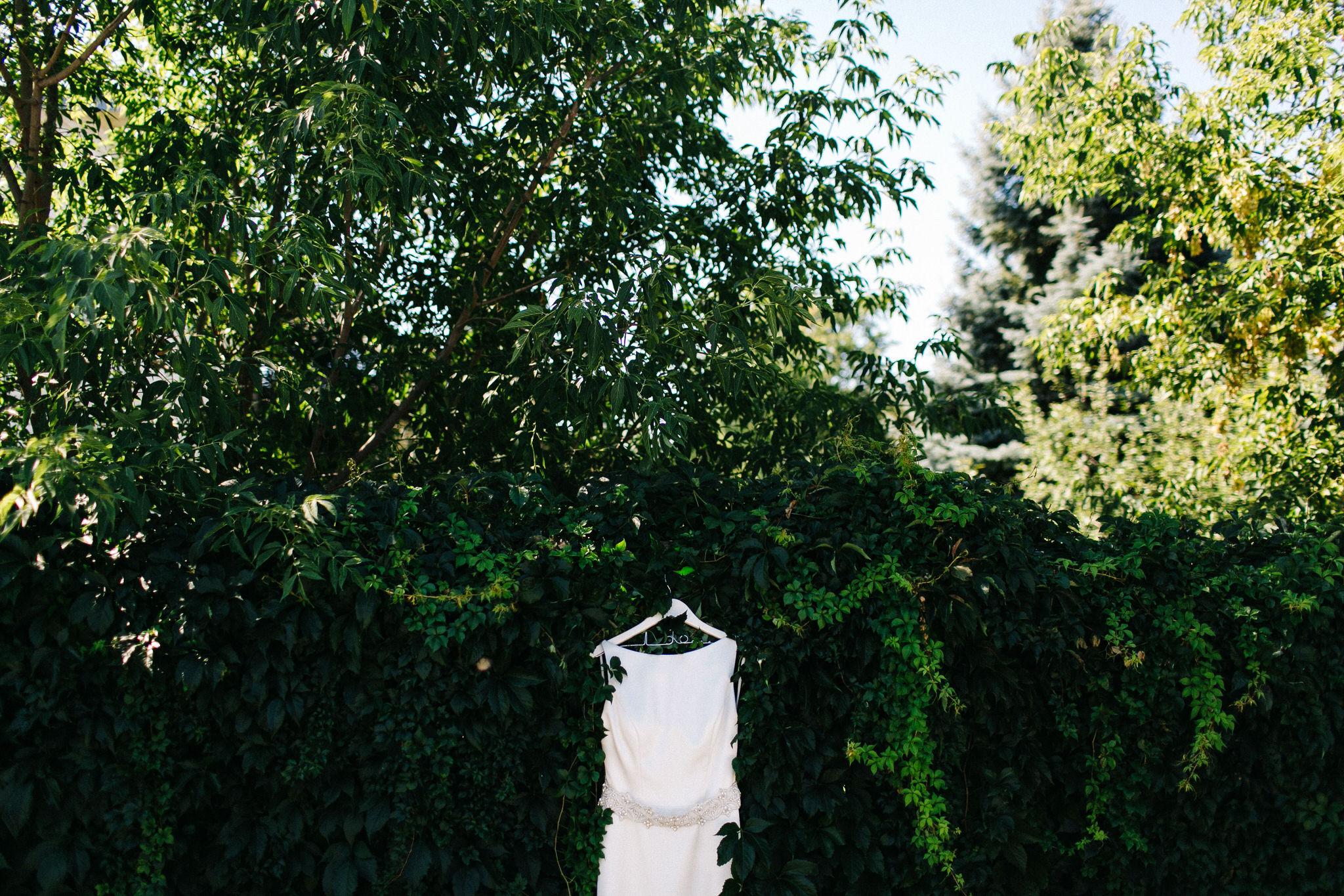 St. George Anglican Oshawa, Toronto wedding photographer, parkwood estates oshawa, bride details, wedding dress