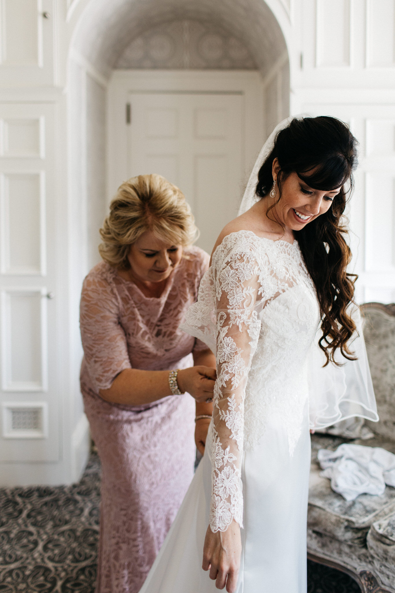 mother daughter, first look, toronto wedding, lace, wedding, beauty, getting ready, love, details, curated, wedding photography, toronto, canada, female photographer, traditional wedding, traditionmother daughter, first look, toronto wedding, lace, wedding, beauty, getting ready, love, details, curated, wedding photography, toronto, canada, female photographer, traditional wedding, tradition