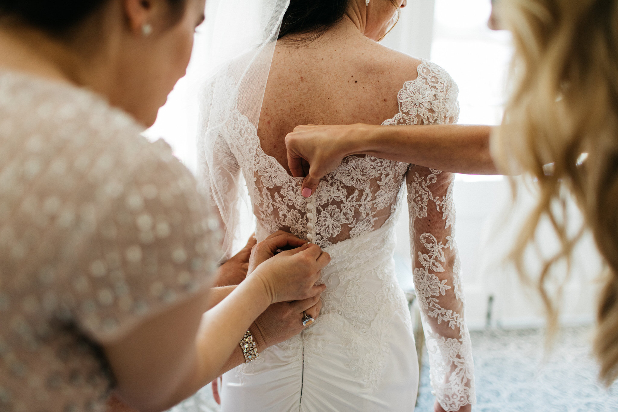 mother daughter, first look, toronto wedding, lace, wedding, beauty, getting ready, love, details, curated, wedding photography, toronto, canada, female photographer, traditional wedding, tradition
